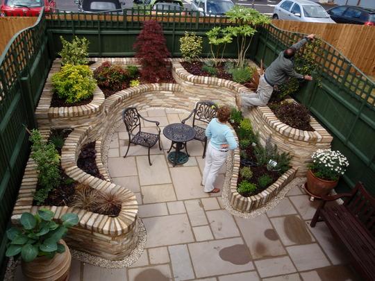 Very Small Backyard Gardens : Captivating Very Small Garden Very Small Gardens Amazing Design