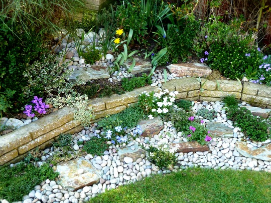 A task for the 39 specialists 39 o grows on you for Garden designs using pebbles