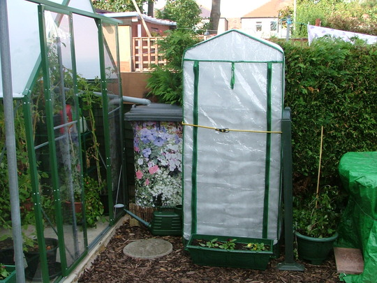 Fleeces for plastic greenhouses