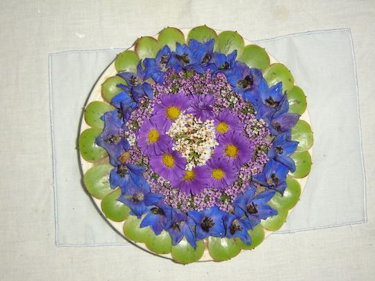 Arrangement in a saucer