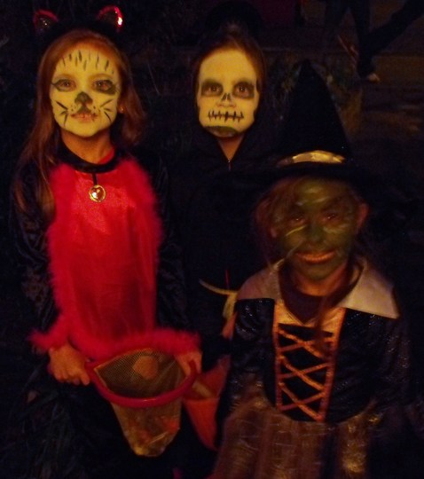 Look who's been knocking on our door.........My little girls and their friend Amy.....I think