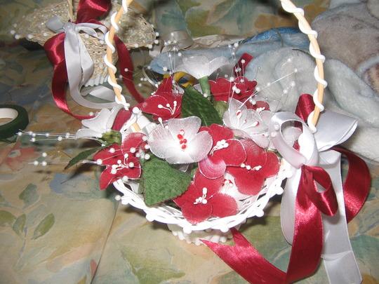 wedding basket/broches