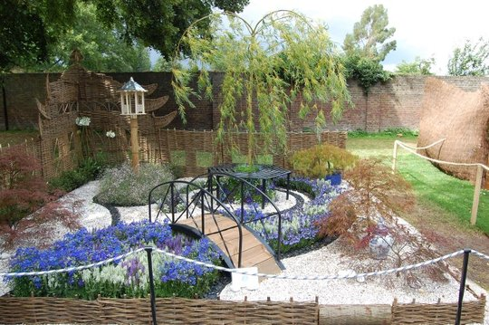 """The Willow Pattern Plot"" small garden"