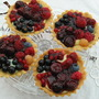 Fruit_uit_tuin_rode_en_gele_framboos_rode_en_zwarte_bes_bosaardbei_bosbes_en_krieken_130708