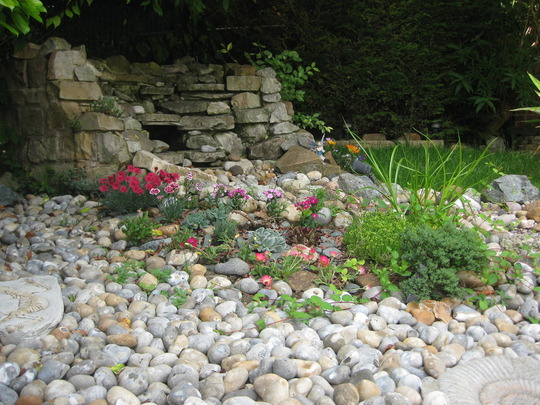 Small rockery feature