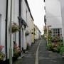 Narrow_street_Appledore.jpg