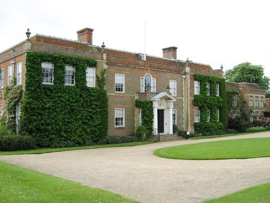 Hinter Ampner House