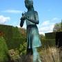 Girl_statue_waterperry_lp