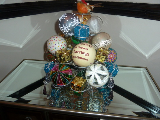 Cupcake..err bauble stand..