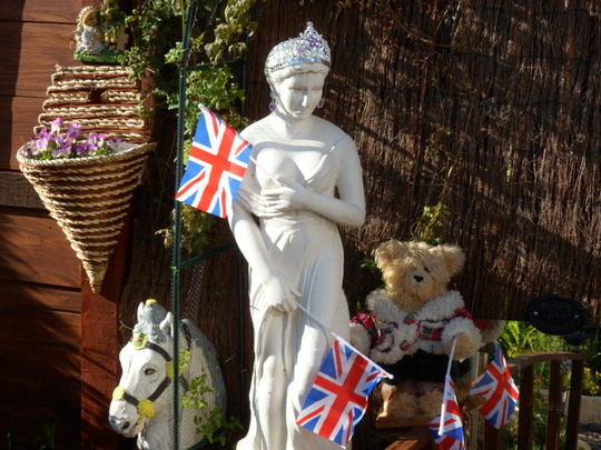 garden statue and ted