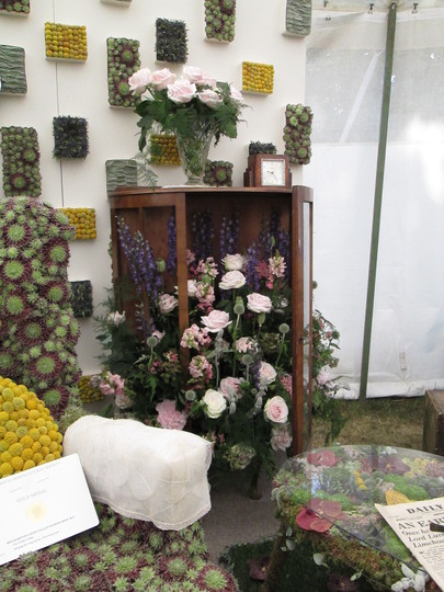 Vintage Sitting Room (2 of 4)