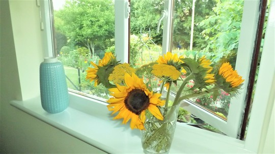 Favourites....this time of year.....Achillea and Sunflowers.