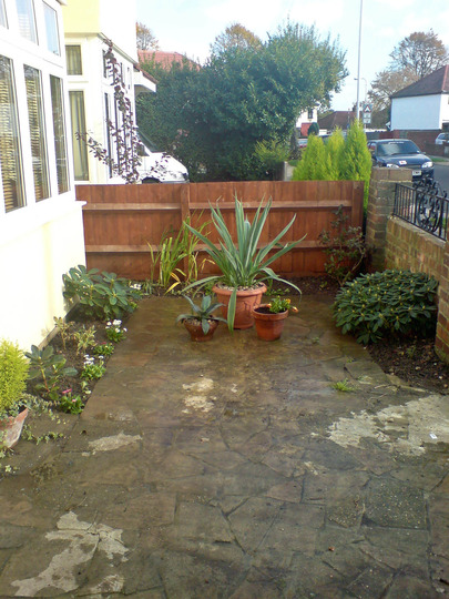 full view of front garden