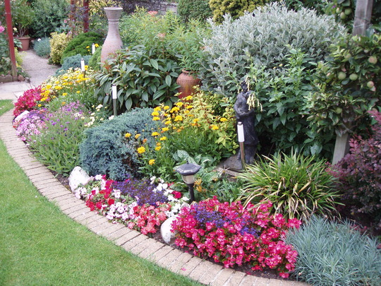 Garden border planting ideas classic planting country for Garden border planting ideas