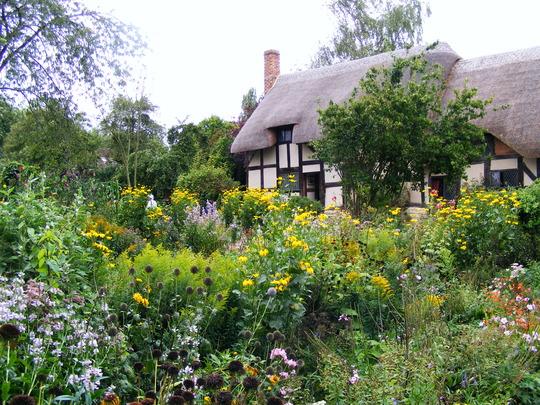 Anne Hathaways Cottage Garden