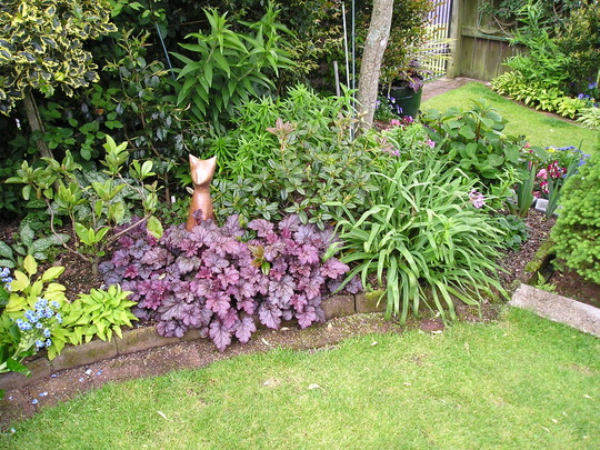 MIXED PLANTING UNDER TREES