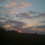 Sun_setting_over_sunbury_271208