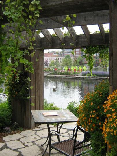 Barnboard pergola-Flora, Montreal 2007