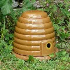 Ceramic Bumble Bee Nester
