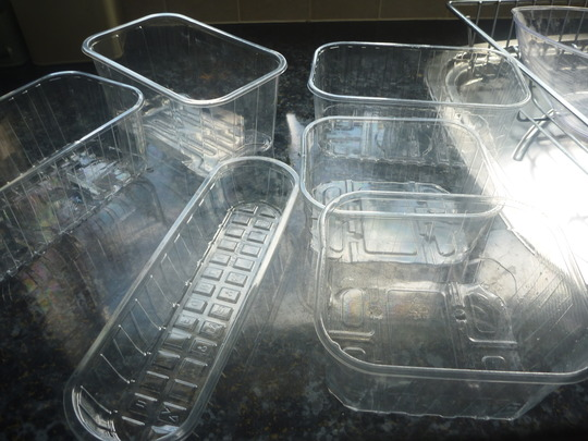 Plastic_containers