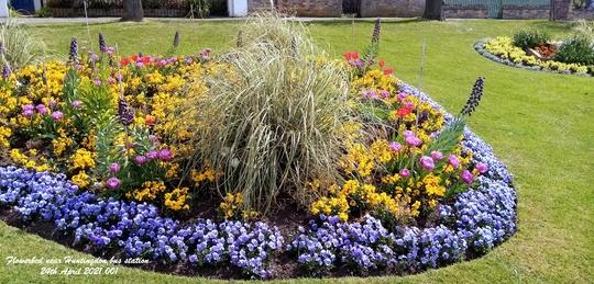Flowerbed_near_huntingdon_bus_station_24th_april_2021_001